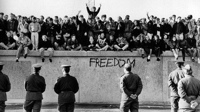 1989 – Caiguda del mur de Berlín.