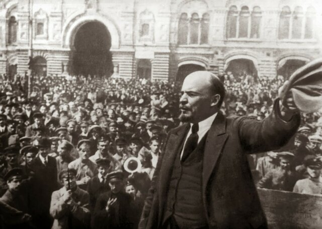 1917 – La revolució russa instaura un règim socialista (URSS)