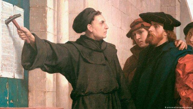 Martín Lutero va clavar 95 tesis a la porta de la seva església