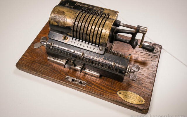 calculadora mecanica de varias operaciones