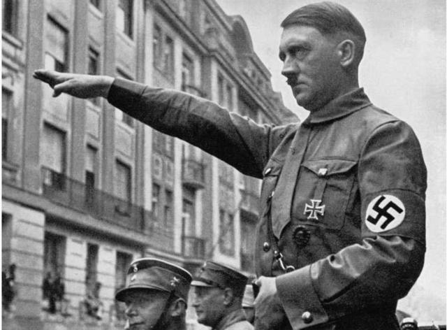Comença el nazisme a Alemanya.