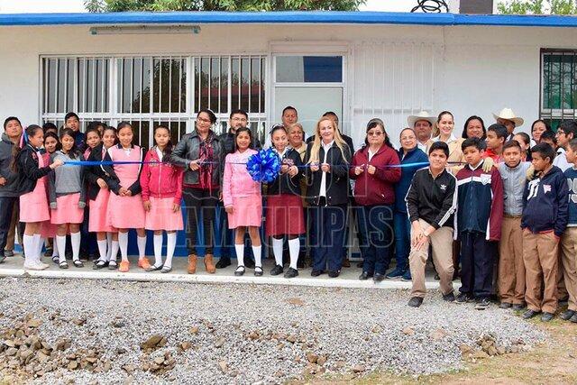 En Tamaulipas la telesecundaria apoyada por el municipio a cargo del profesor Cándido del Bosque Ortiz.
