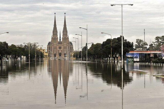 INUNDACIONS A BUENOS AIRES (Fet  climàtic)
