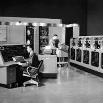 Historia y Evolución de la Computadora  timeline