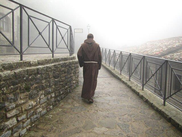 Nuevas reglas para la educación monástica en Oriente