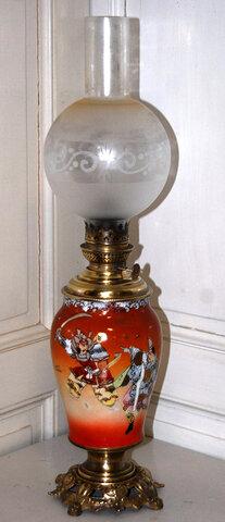 Vase monté en lampe à pétrole