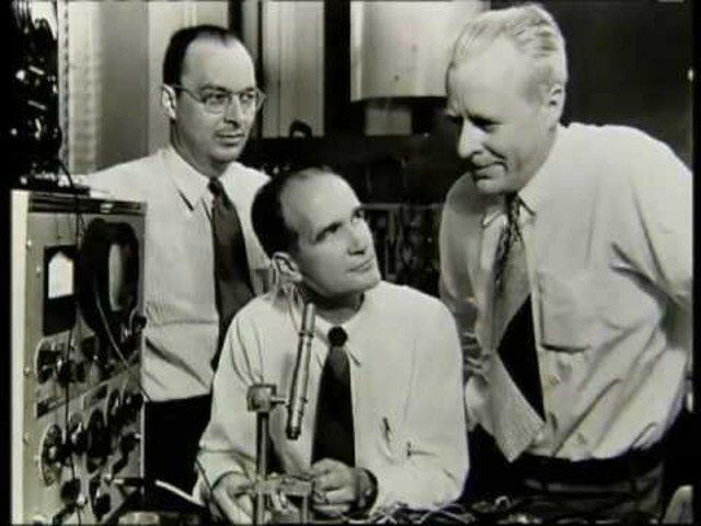 El primer transistor en la historia de la Humanidad es dado a conocer.