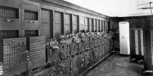 Aparición dos ordenadores de 1ª xeración (ENIAC)