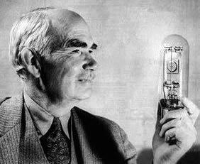 Lee De Forest inventa el tubo de vacío