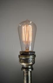 Se inventa la luz eléctrica