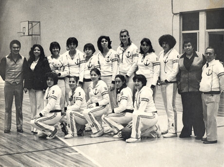 Primeros triunfos y la creación del primer equipo femenil