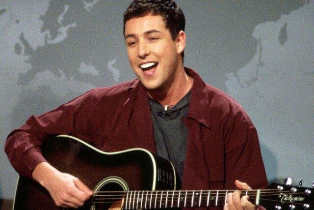 El comenzó a actuar monólogos cómicos en clubes de comedia-