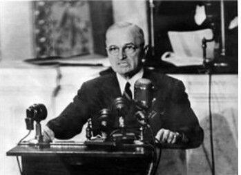 El presidente de los Estados Unidos da a conocer su doctrina: La Doctrina Trauman.
