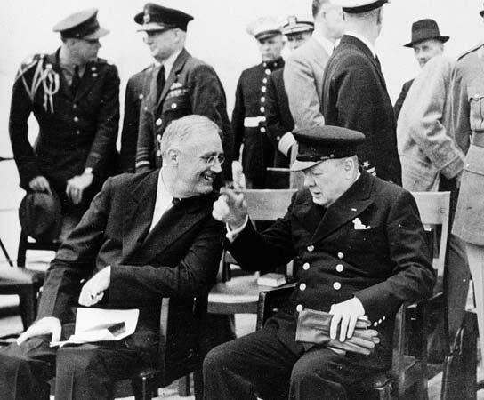 Se firma la Carta del Atlántico por el Presidente Franklin D. Roosevelt y el Primer Ministro Winston Churchill  según la cual sus países se esforzarán en extender a todos los Estados la posibilidad de acceso al comercio para su prosperidad económica.