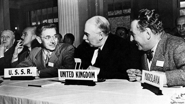 Tienen lugar importantes conferencias para elaborar planes para las Naciones Unidas (Dumbarton Oaks) y el Fondo Monetario Internacional y el Banco Mundial (Bretton Woods).