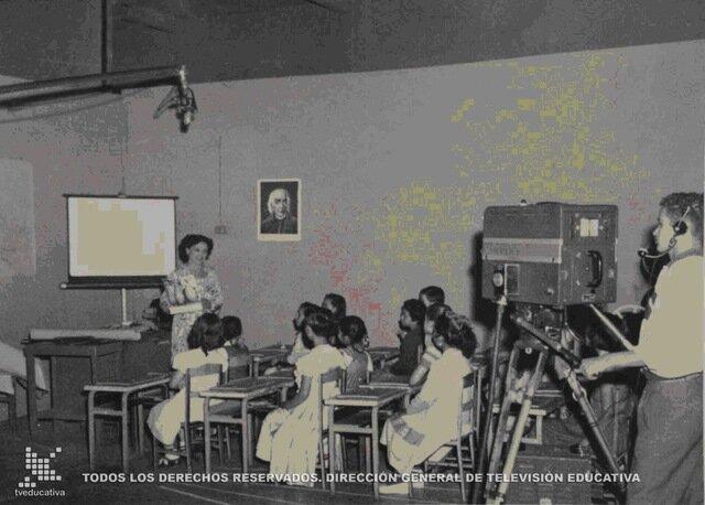 Desarrollo de la educación a distancia Telesecundaria.