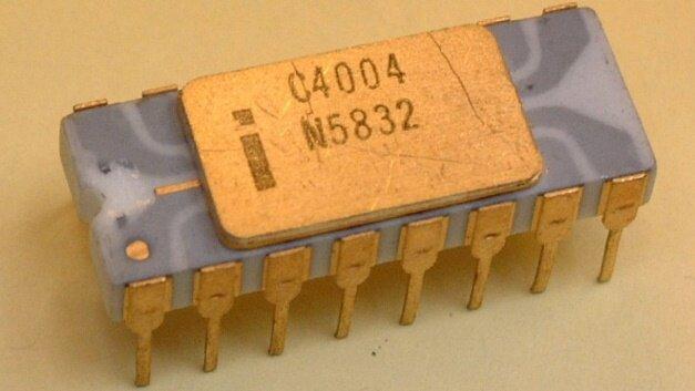 Se fabrica y saca al mercado el primer microprocesador de silicio.