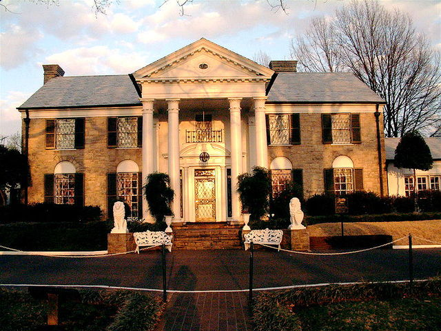 Elvis' home is open for tourists