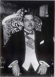 """Cuarto y último informe de gobierno del general Plutarco Elías Calles, en el que declaró que México debía pasar: """"de la condición histórica de país de un hombre a la de nación de instituciones y leyes"""""""