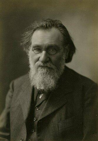 И.И.Мечников открыл явление фагоцитоза.