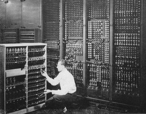 Presentación del ordenador ENIAC.