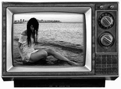 Televisor blanco y negro.
