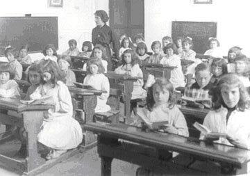 Escuela de niñas en los conventos y prohibición de sociedades secretas