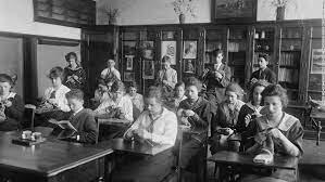 Humanismo democrático- La escuela pública