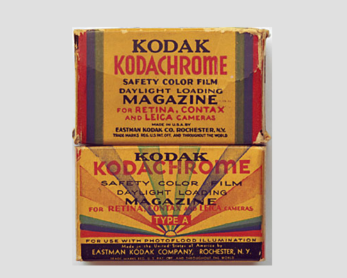 Компания Kodak выпустила цветные фотопленки Kodakchrome в массовое производство