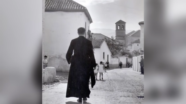 SU MINISTERIO SACERDOTAL LO DESEMPEÑA PRINCIPALMENTE EN 3 PARROQUIAS