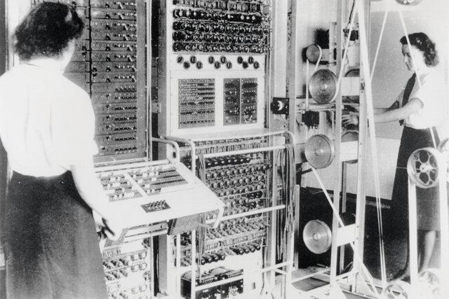 En Inglaterra se construyeron los ordenadores Colossus (Colossus Mark I y Colossus Mark 2)