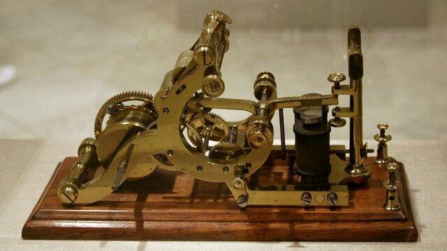Se inventa el telégrafo.