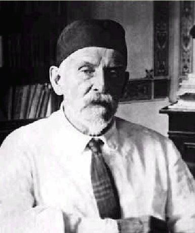 С. Г. Навашин описал особый тип оплодотворения - двойное оплодотворение, свойственное всем цветковым растениям