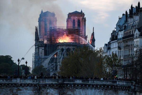 Es crema l'església de Notre Dame a París (Fet cultural)