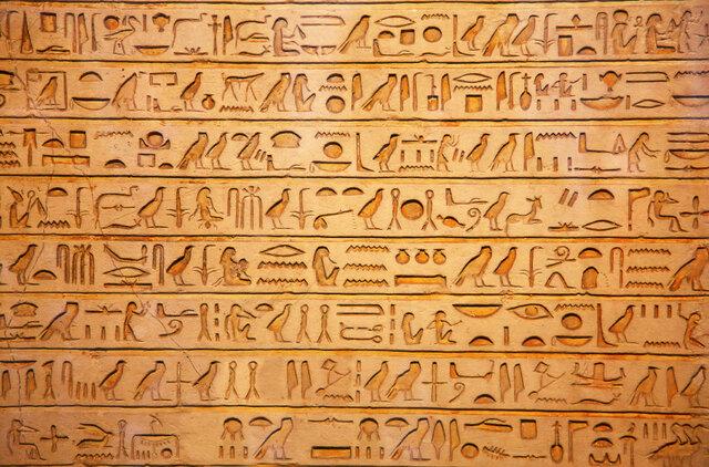 inici de l'escriptura jeroglífica (Edat Antiga