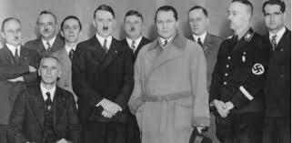 Hitlers arrives