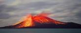 Erupción del volcán Krakatoa en indonesia