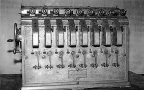 Leonardo Torres Quevedo presenta la  memoria Machines à calculer en la Academia de  Ciencias de París