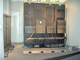Primer ordenador electrónico ENIAC.