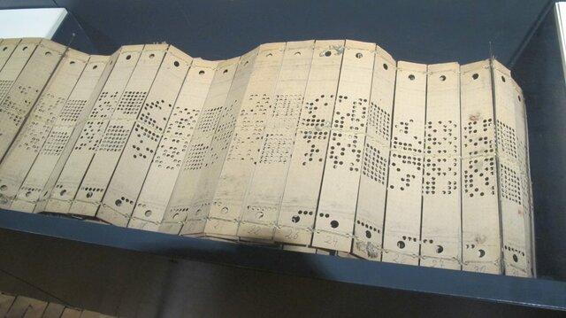 Joseph Marie Jacquard, utilizó el mecanismo detarjetas perforadas