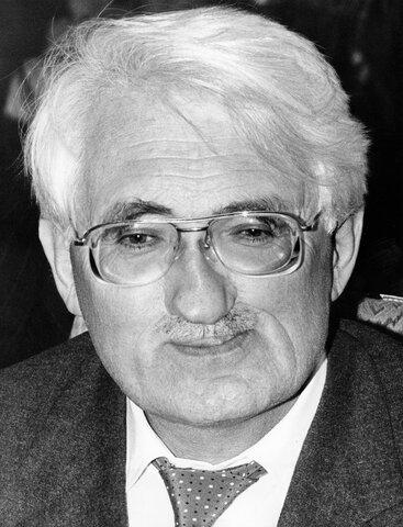 Jürgen Habermas ( 1929)
