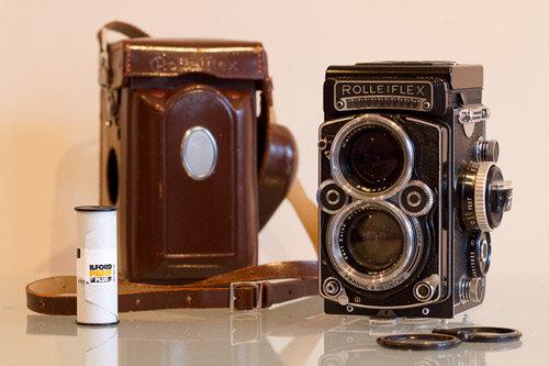 Primera càmera reflex binocular