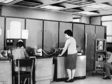Primera computadora en el Instituto de Calculo