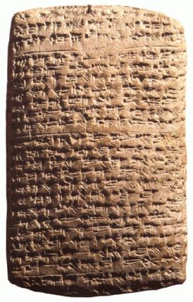 La escritura cuneiforme nace en Mesopotamia.