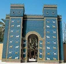 Construcción de la Puerta de entrada de la antigua Babilonia.