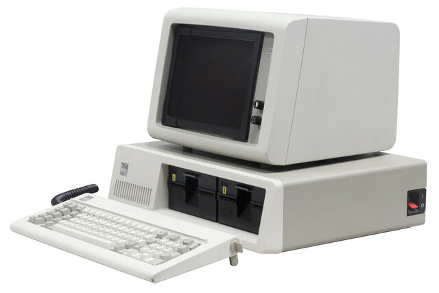 Aparición do primeiro PC (personal computer)