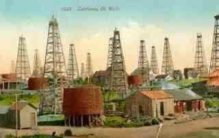 Raymond chandler regreso a su país natal (Estados Unidos) y se entrenó para trabajar como un contador en disney oil.