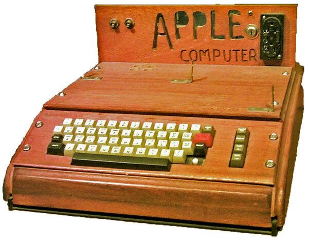 Apple I-Un dos primeiros ordenadores persoais e o primeiro en combinar un microprocesador cunha conexión para teclado e monitor. Foi deseñado e feito a man por Steve Wozniak