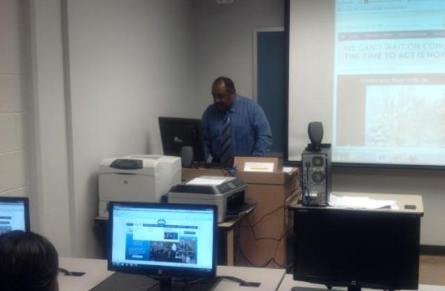 DEPT/UNIV. SERVICE: Smith conducts multimedia workshop for JOMC's High School Media Day