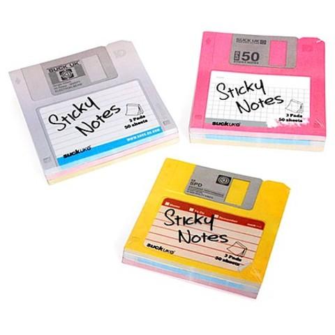 Se inventa el disquete.